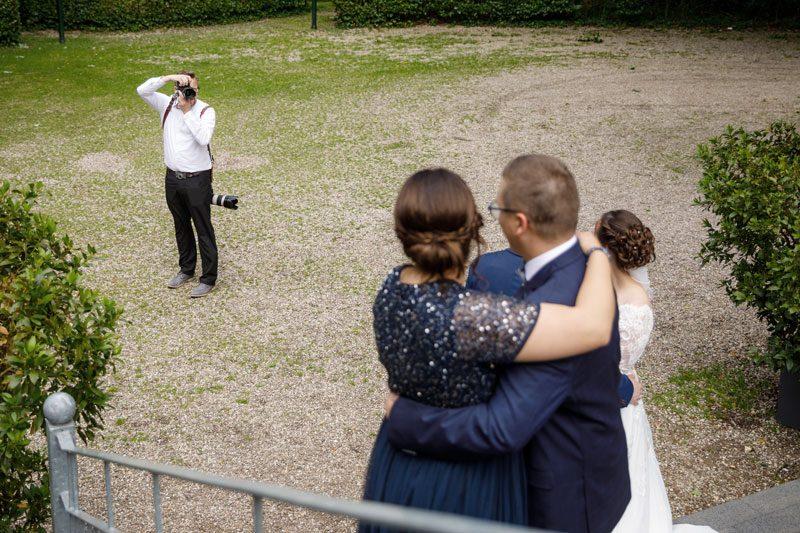 Hochzeitsfotograf Duisburg fotografiert ein Brautpaar bei einer Hochzeit